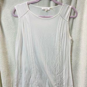 White sleeve less blouse